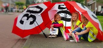 Veilig Verkeer Nederland deelt Buurtlabels Veilig Verkeer uit