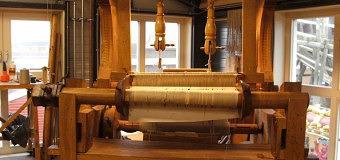 Bataviawerf gaat vanaf morgen weven op replica van bijzonder 17de eeuws weefgetouw